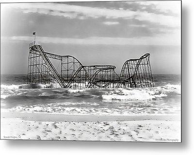 Hurricane Sandy Jetstar Roller Coaster Black And White Metal Print by Jessica Cirz