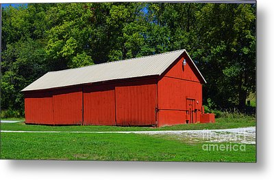 Illinois Red Barn Metal Print by Luther   Fine Art
