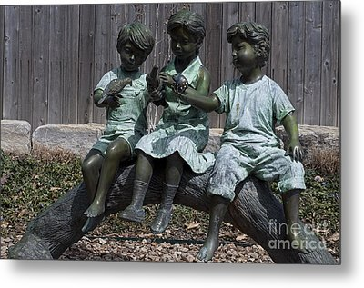 In The Garden Metal Print by Liane Wright