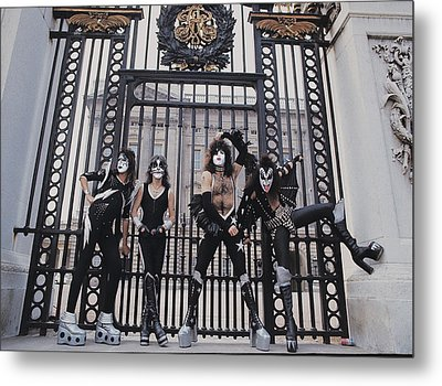 Kiss - Buckingham Palace Metal Print by Epic Rights