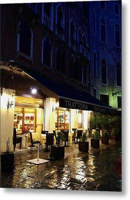 La Roberto's Trattoria On A Rainy Eve Metal Print by Jan Moore