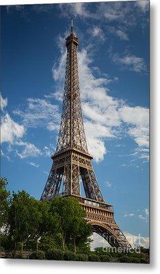 La Tour Eiffel Metal Print by Inge Johnsson