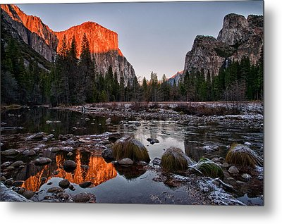 Last Light At Valley View Metal Print by Cat Connor