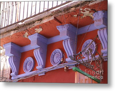Lavender Moulding Guanajuato Metal Print by Linda Queally