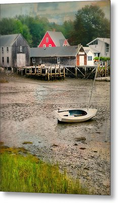 Lit'a Bit Of Red Metal Print by Diana Angstadt