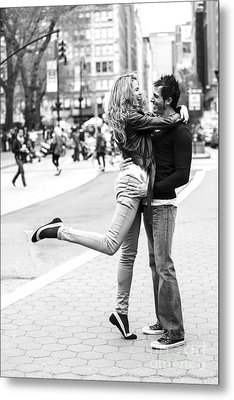 Lovers In The City Metal Print by Diane Diederich