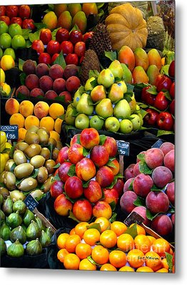 Market Time Metal Print by Sue Melvin