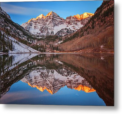 Maroon Bells Alpenglow Metal Print by Darren  White