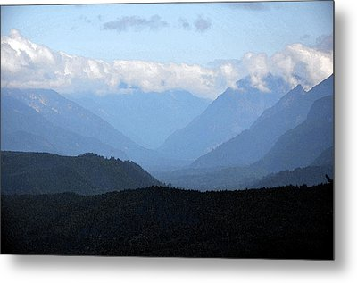 Mountain Valley Metal Print by Kirt Tisdale