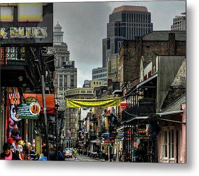 New Orleans - Bourbon Street 008 Metal Print by Lance Vaughn
