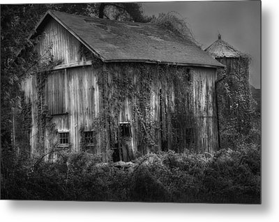 Old Barn Metal Print by Bill Wakeley