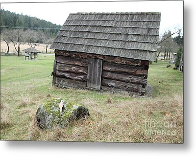 Old Barn Metal Print by Graham Foulkes