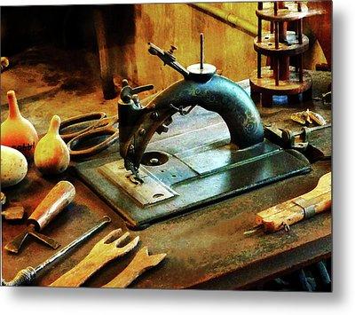 Old Fashioned Sewing Machine Metal Print by Susan Savad