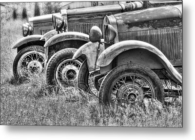 Old Timers Bw Metal Print by Naman Imagery