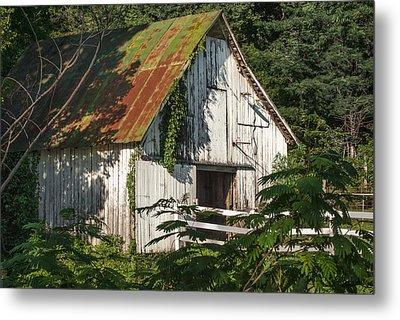 Old Whitewashed Barn In Tennessee Metal Print by Debbie Karnes