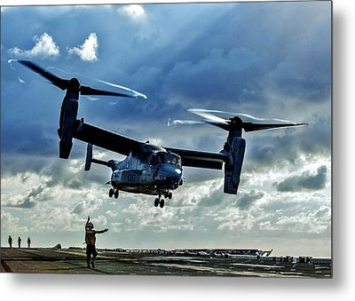 Osprey Approach Metal Print by Benjamin Yeager
