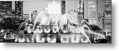 Panoramic Picture Of Chicago Buckingham Fountain  Metal Print by Paul Velgos