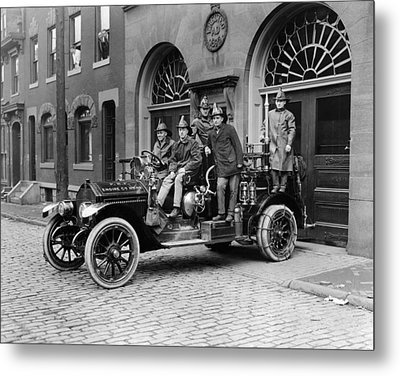 Pittsburgh Fire Truck Metal Print by Underwood Archives