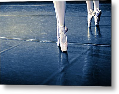 Pointe Metal Print by Laura Fasulo