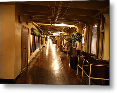 Queen Mary - 121233 Metal Print by DC Photographer