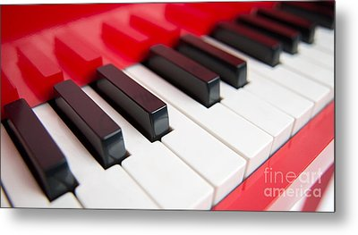 Red Piano Metal Print by Yew Kwang