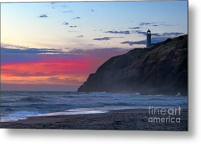 Red Sky At North Head Lighthouse Metal Print by Robert Bales