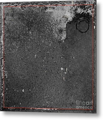 Remnants Xx Metal Print by Paul Davenport