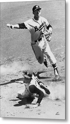 Roberto Clemente Sliding Metal Print by Underwood Archives