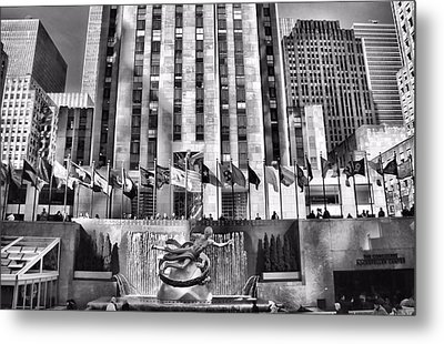Rockefeller Center Black And White Metal Print by Dan Sproul