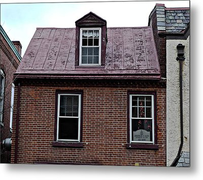 Room With A Red Tin Roof Metal Print by Richard Reeve