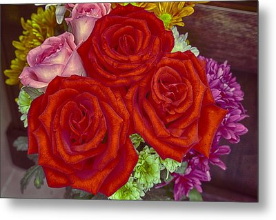 Roses Are Red Metal Print by Mario Legaspi