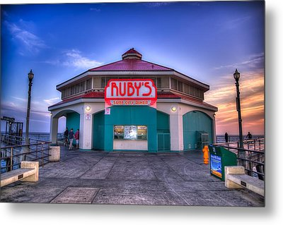 Ruby's Diner On The Pier Metal Print by Spencer McDonald
