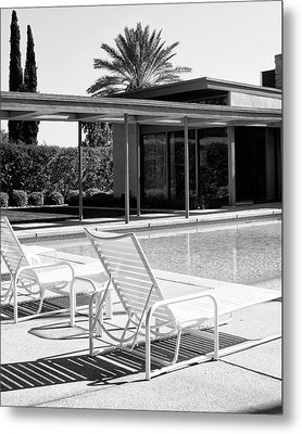 Sinatra Pool Bw Palm Springs Metal Print by William Dey