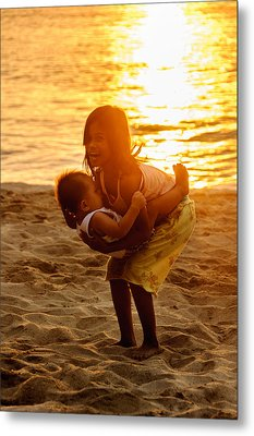 Sister And Brother On The Beach Metal Print by Colin Utz