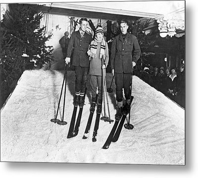 Skiing In Harrods Store Metal Print by Underwood Archives