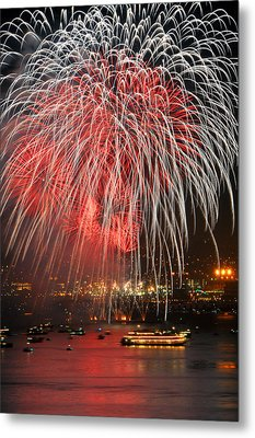 Spectator Boats Beneath A San Francisco 4th Of July Fireworks Show Metal Print by Scott Lenhart