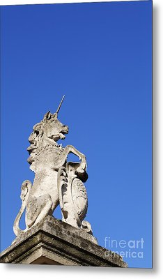 Statue Of A Unicorn On The Walls Of Buckingham Palace In London England Metal Print by Robert Preston