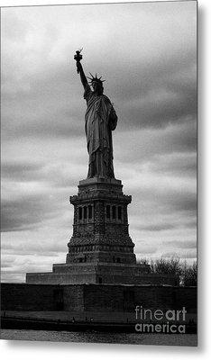 Statue Of Liberty New York City Metal Print by Joe Fox