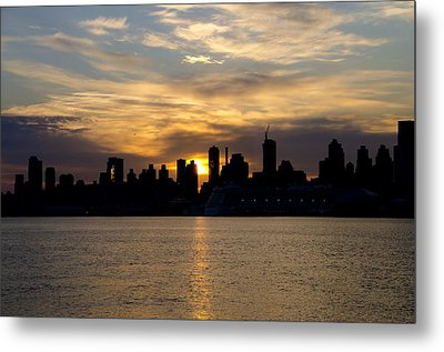 Sun Comes Up On New York City Metal Print by Bill Cannon