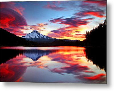 Sunrise On The Lake Metal Print by Darren  White