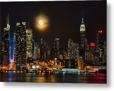 Super Moon Over Nyc Metal Print by Susan Candelario