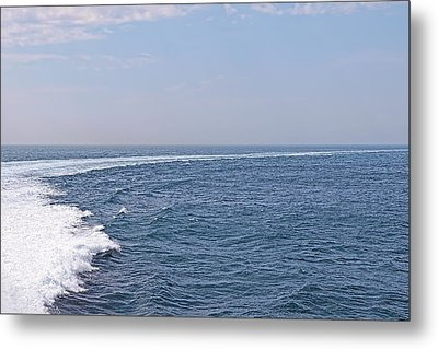 Swell Day On The Ocean Metal Print by Gill Billington