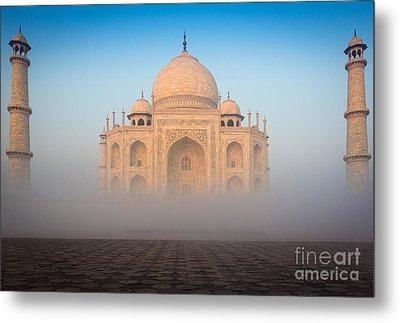 Taj Mahal In The Mist Metal Print by Inge Johnsson