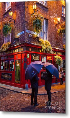 Temple Bar Metal Print by Inge Johnsson