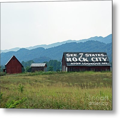 Tennessee Barn Metal Print by Roger Potts