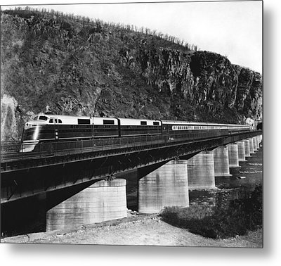 The B&o Capitol Limited Train Metal Print by Underwood Archives