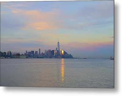 The Isle Of Manhattan In The Morning Metal Print by Bill Cannon