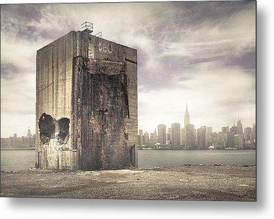 Apocalypse Brooklyn Waterfront - Brooklyn Ruins And New York Skyline Metal Print by Gary Heller