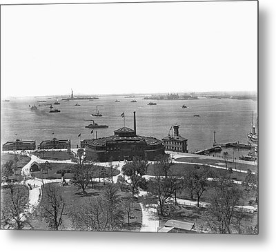 The New York Aquarium Metal Print by Underwood Archives
