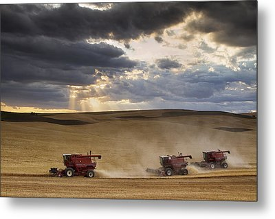 The Race To Finish Metal Print by Mark Kiver
